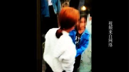 女孩遭围殴 被逼下跪 遭棍棒殴打狂扇巴掌 警方介入