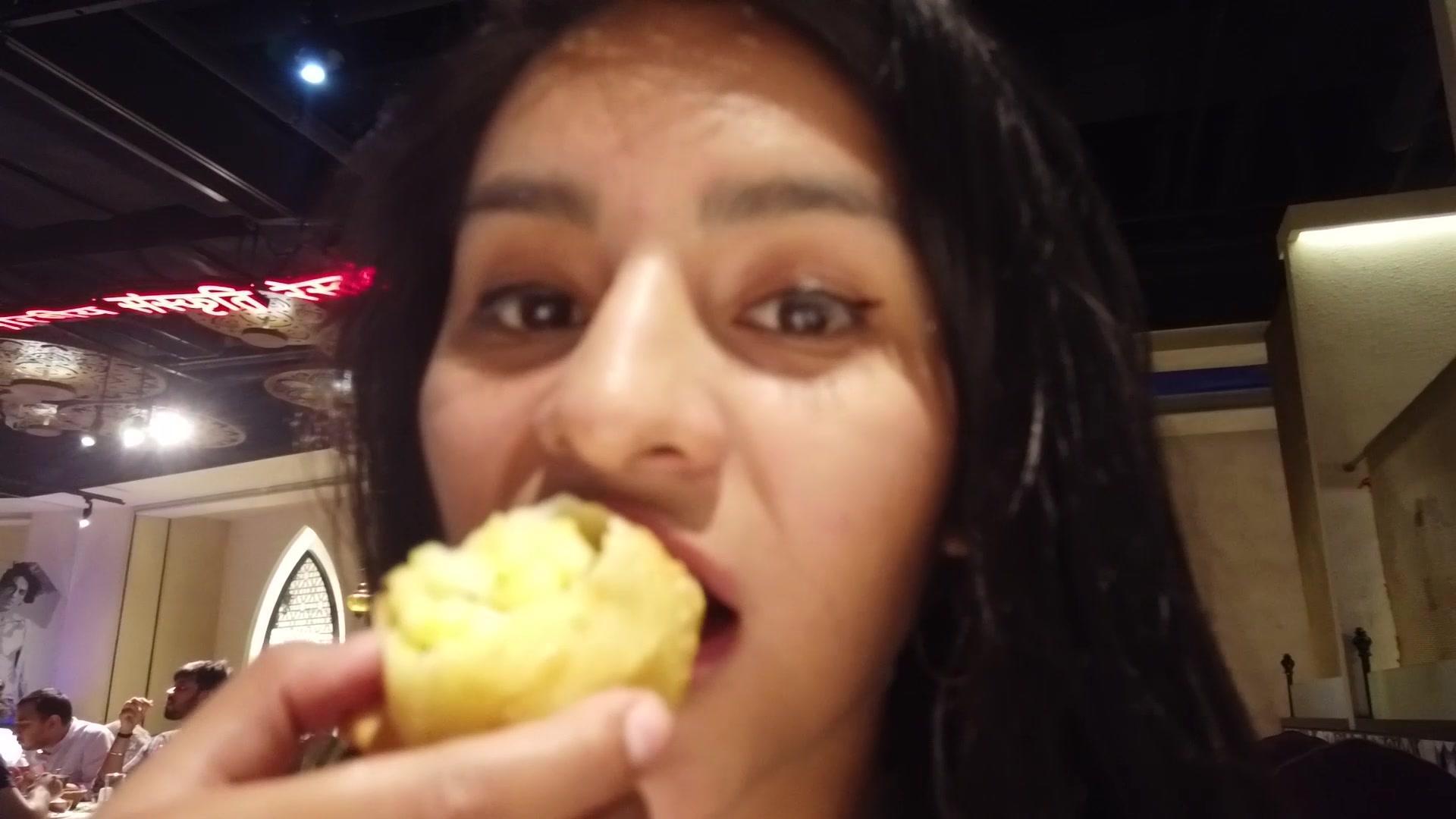 印度餐厅的味道怎么样?秘鲁妹子带你一起去尝鲜,现场大快朵颐