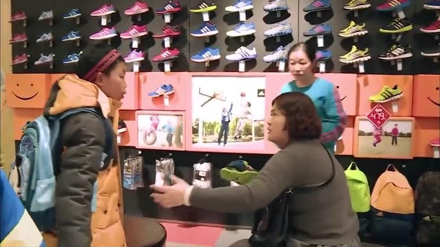 变形计;富妈妈给村里娃买球鞋,听到价钱村娃转身就走