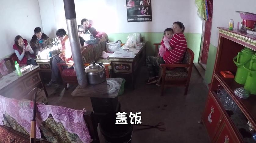 小伙在西藏5000多海拔的小吃店,产生严重高反,佩服他们的素质