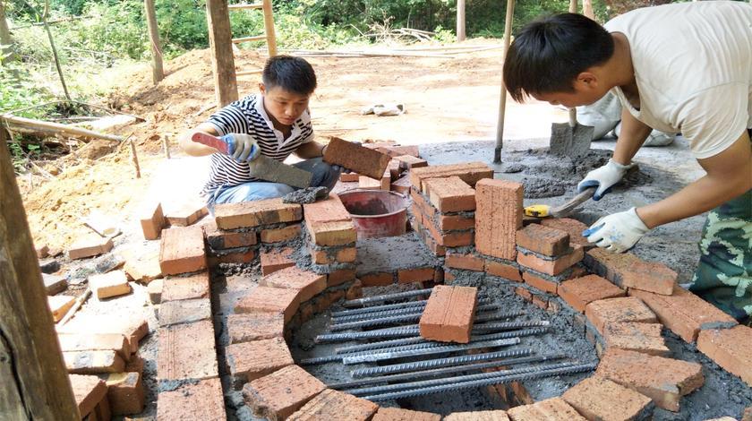 山锅兄弟砌的农村柴火土灶,独特的设计,看到让人眼前一亮