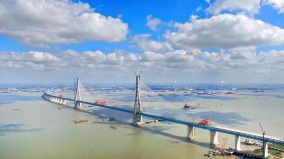 沪通大桥主跨顺利合龙,预计明年通车