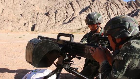 迫击炮、榴弹!大漠戈壁重火器实射演练