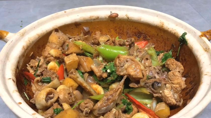 广东佬最爱的啫啫鸡煲,全程不放一点水,香气四溢太馋人了