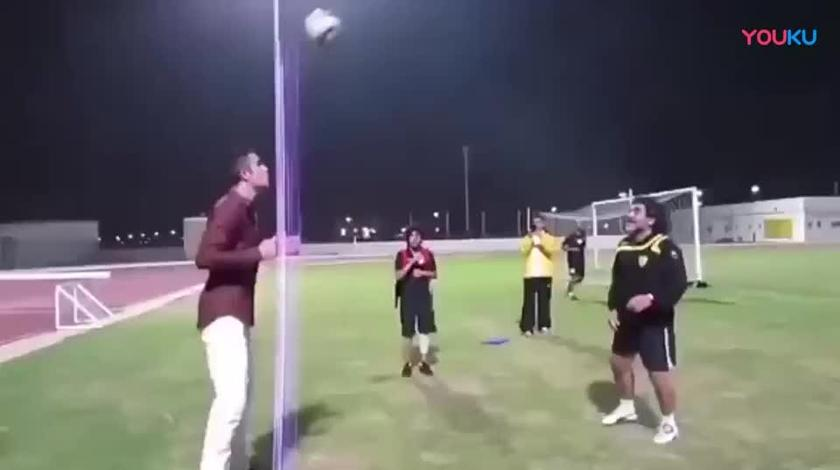 马拉多纳与范佩西的足球游戏, 老马的停球也是没谁了!