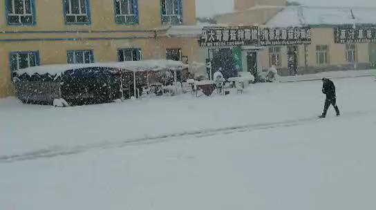 2020年6月29日新疆独库公路乔尔玛的大雪