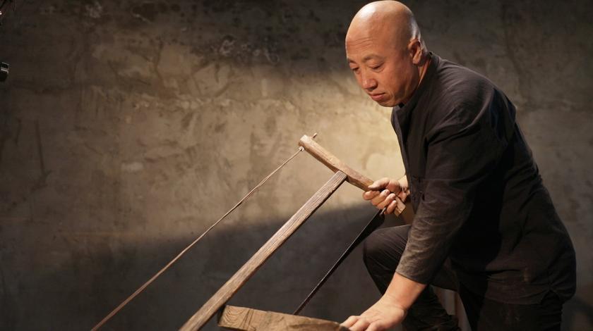 山西木匠制作家具四十余年,从选材到成型,坚持机器无法取代手工