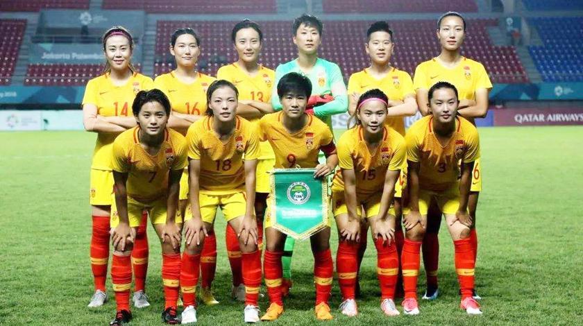 韩国球员恶意踢倒王霜!李影出头1人对抗3人女足大规模发生冲突