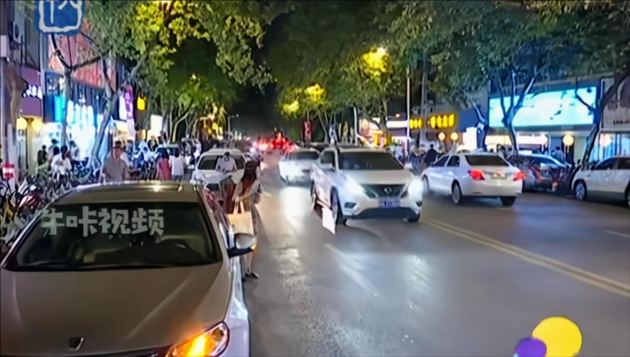 南京:南京广电深夜食街开街啦!丨标点视界