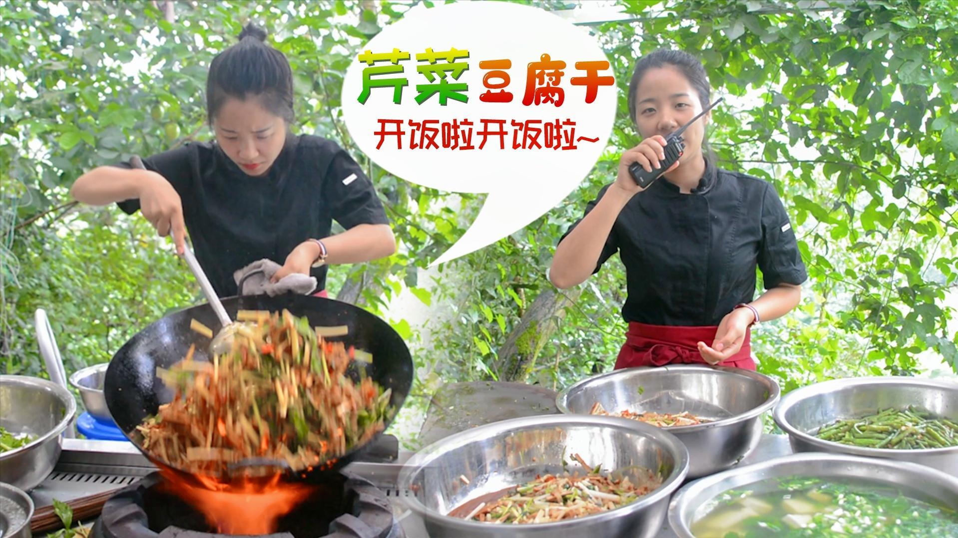 小厨娘工作餐日记——芹菜肉丝还有豆腐菜煮豆腐你们那边叫什么呢