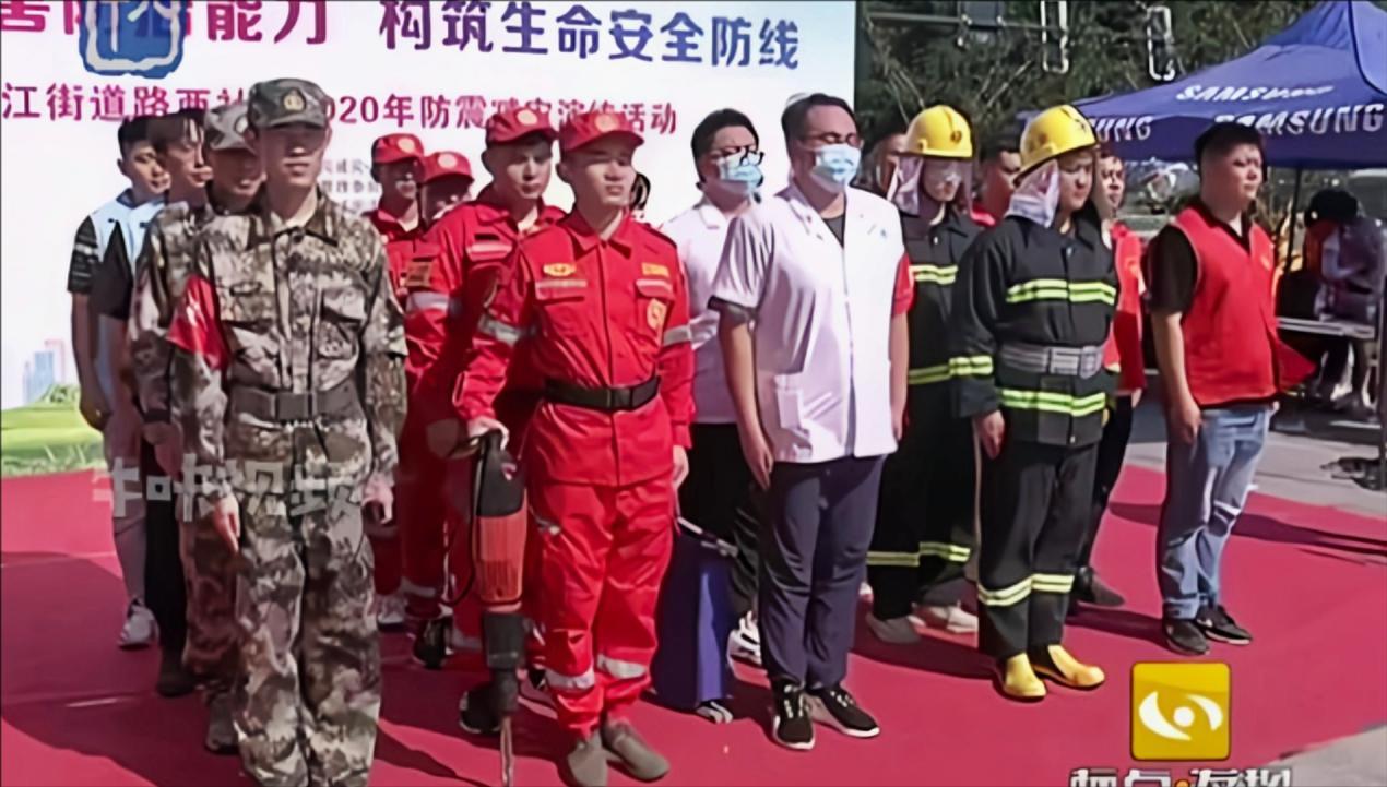 南京:提升应急能力 路西社区举行地震消防救援演练