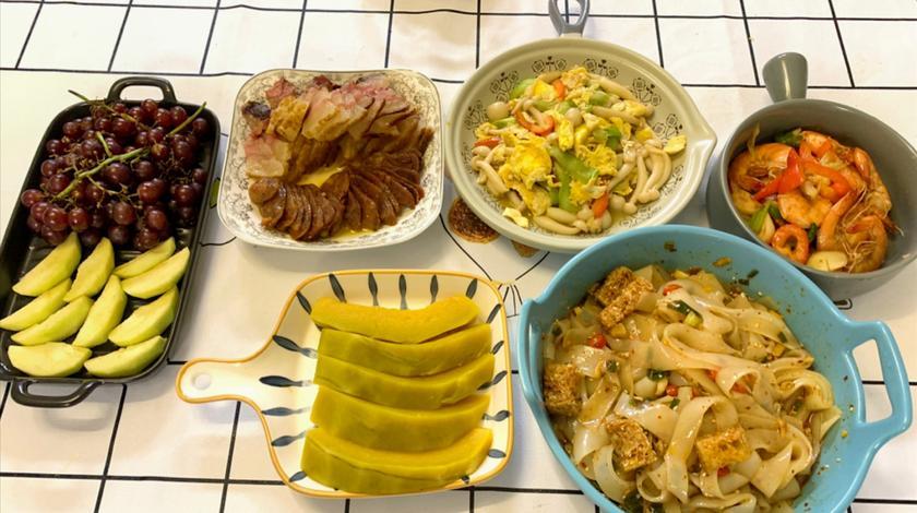喜欢有阳光的厨房,迷人的饭香,半小时做好5个菜,老腊肉最好吃