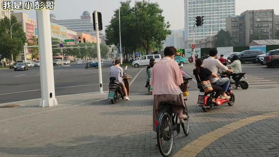 山东淄博,早上八点柳泉路和新村路交叉口的景象