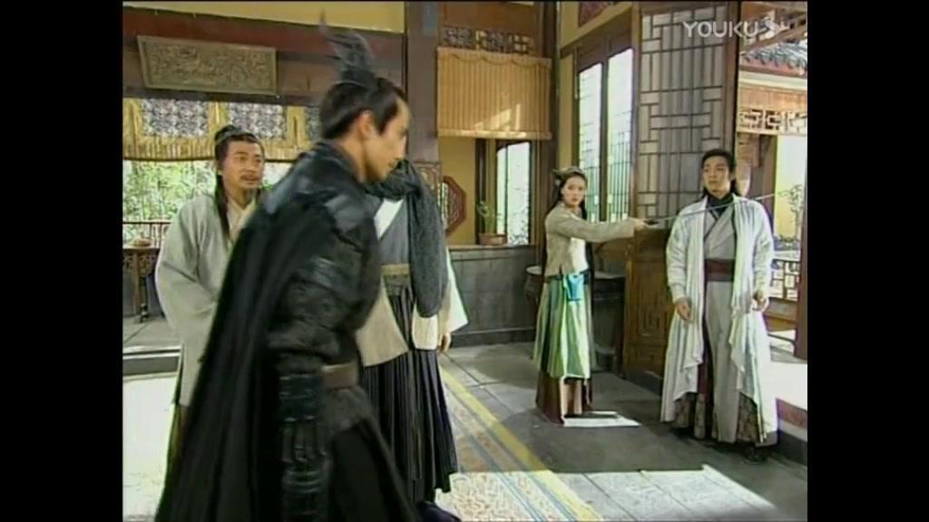 影视:芙蓉惊慌失措拿剑逼迫铁手进地窖,想要保护父亲避免牢狱