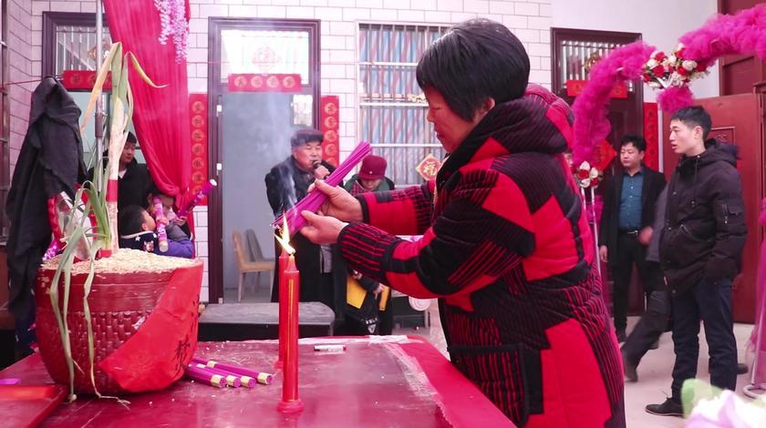 实拍河南农村结婚习俗,光彩礼就拉了一大车,现场简直太热闹了