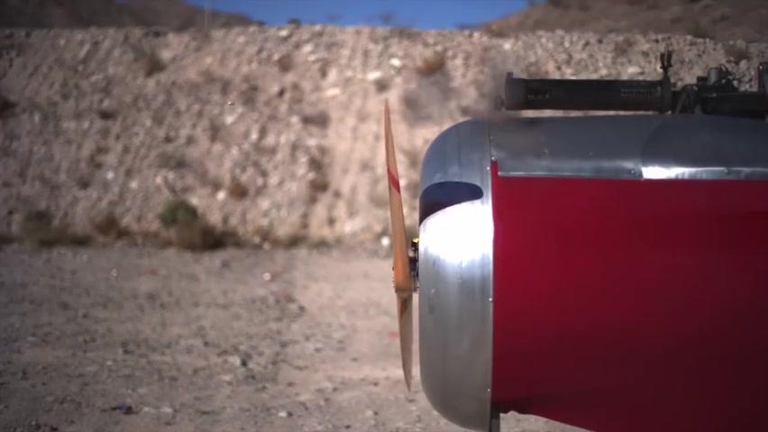 高速摄影机下,飞出的子弹和旋转的螺旋桨,速度差别有多大...