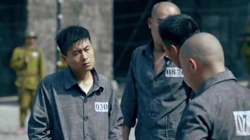 一代枭雄:监狱里危机四伏,一男子惹到狱友,下秒就变成了哑巴