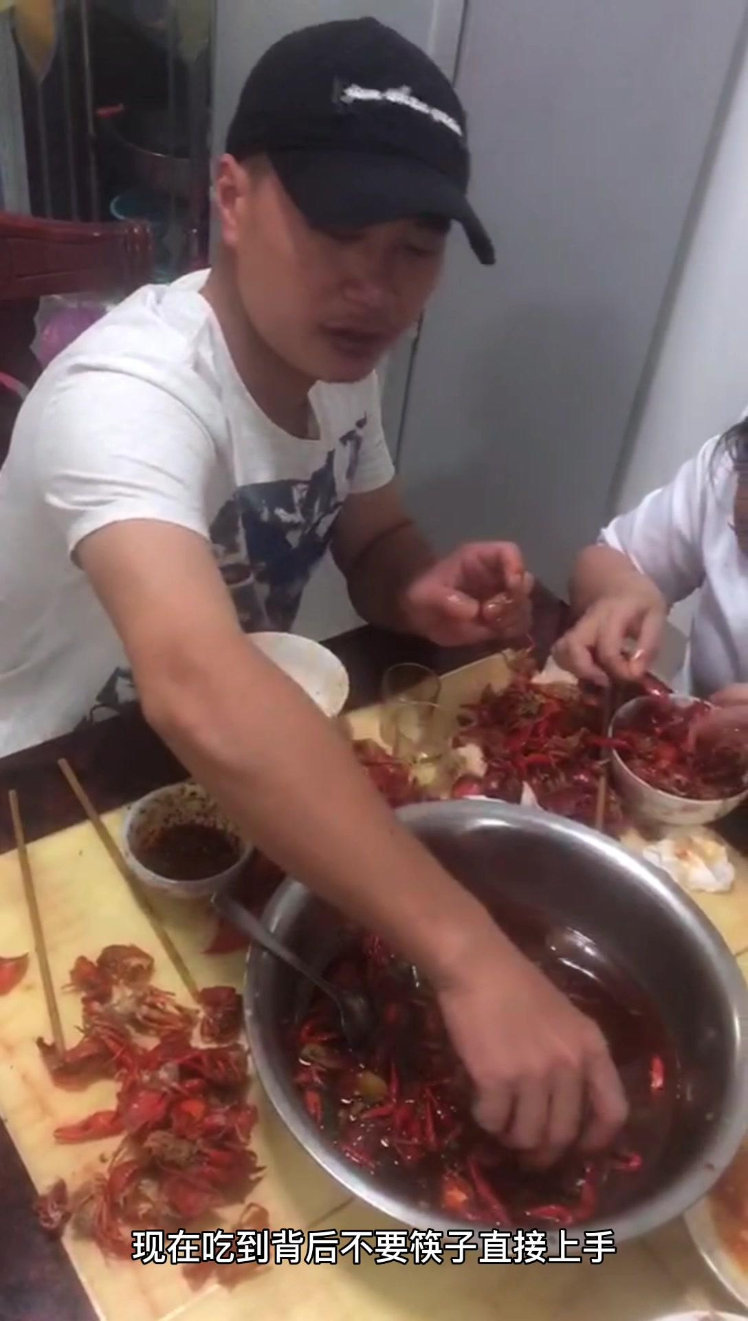 农村小伙买五斤小龙虾和小姨子们吃的过瘾,直夸服务和味道太好了